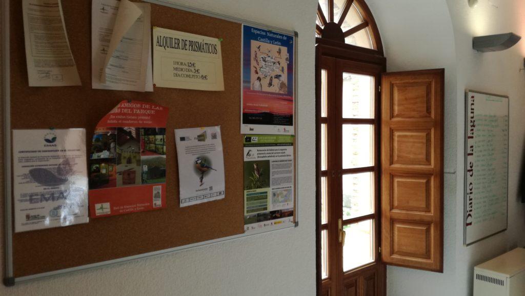 Panel informativo en la Casa del Parque de la laguna de La Nava (Palencia)
