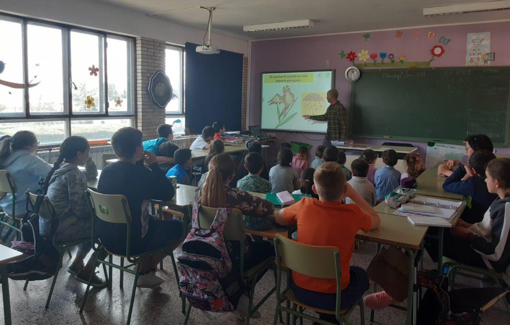 Momento de la charla en CEIP Reyes Católicos de la localidad de Villarramiel, Palencia.