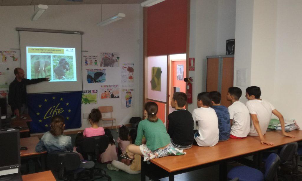 Momento de la charla en el CEIP Conde de Vallellano de la localidad de Ampudia, Palencia.