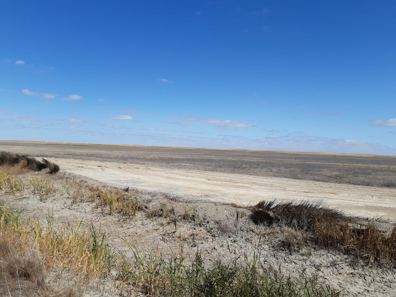 Rebaje puntual en uno de los tramos del canal de drenaje de la laguna de Pedraza