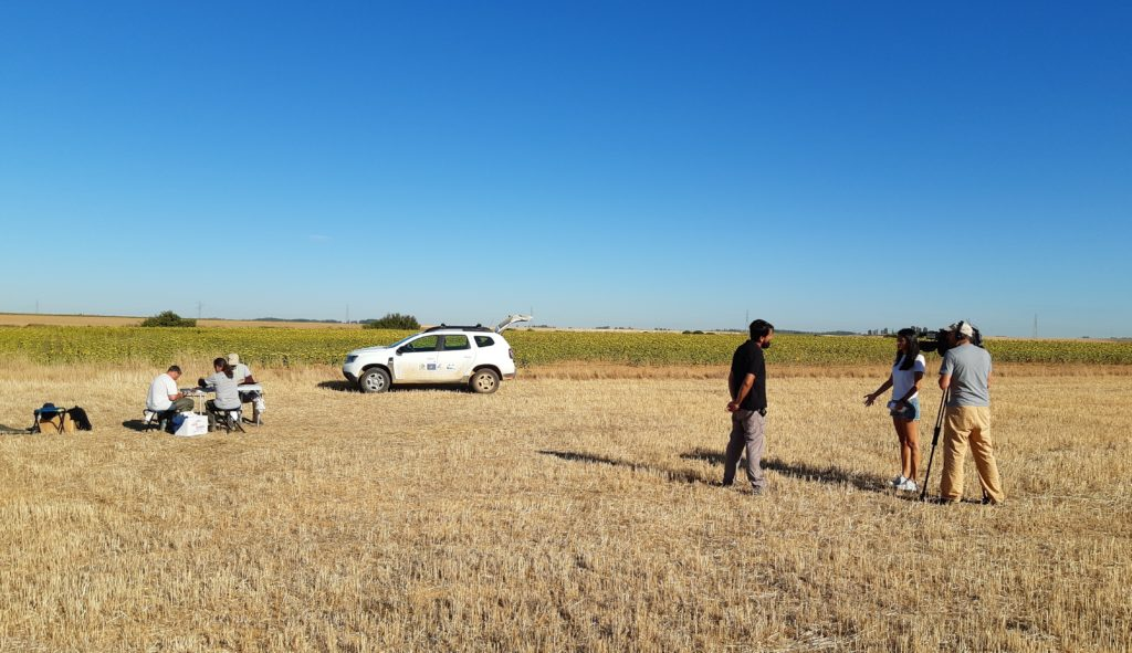 Grabación de Radio Televisión Castilla y León durante una jornada de anillamiento de aves en la laguna Boada (Palencia) el 14/08/2019.
