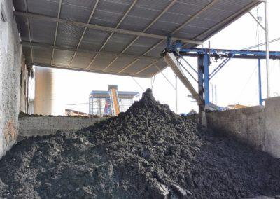 Proceso de compostado en fábrica